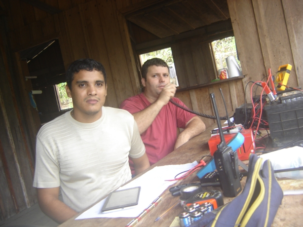 Airam - PU8ASR e Rafael PU8ARM (ao fundo)