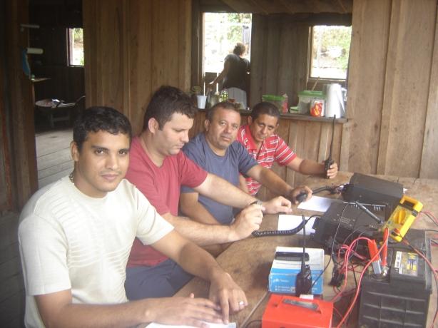 A equipe reunida para a foto