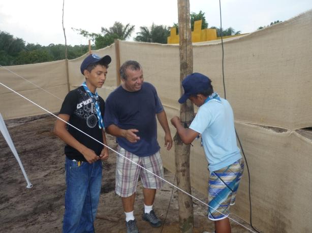 Os garotos de GE. Ministro Waldemar Pedrosa (Manacapuru) na prática real do radioescotismo