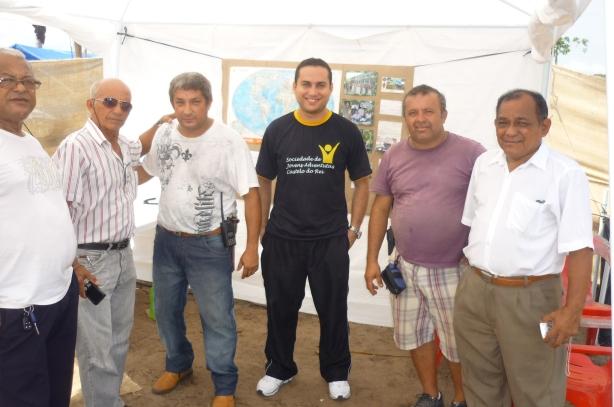 Athayde - PP8ADH (Chefe Quita - GE Ministro Waldemar Pedrosa de óculos escuros) e José Vieira - PP8JM (Presidente da LABRE-AM de camisa branca ao lado de Santos - PP8WU) se fizeram presentes e pretigiaram o evento
