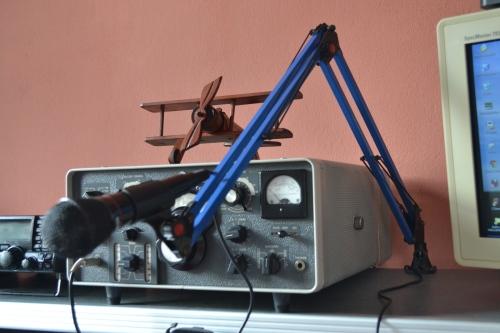 Suporte articulável para estação de radioamador